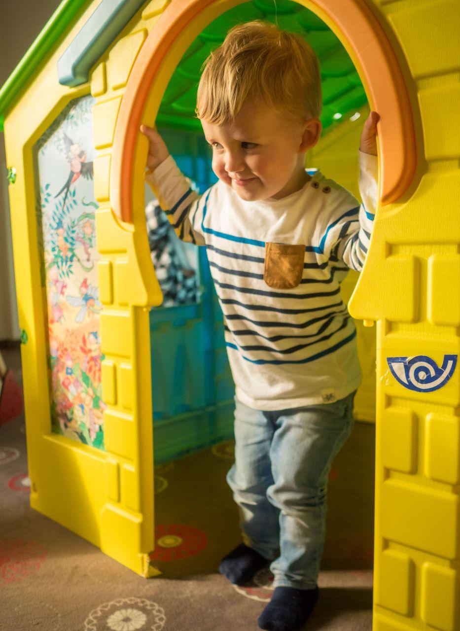 Kind im Spielhaus im ALL IN Hotel